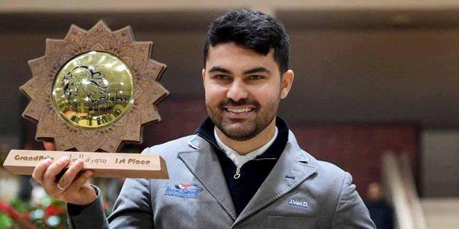 Le cavalier Amr Hamcho obtient le grand prix de la 5e phase au championnat international de paix