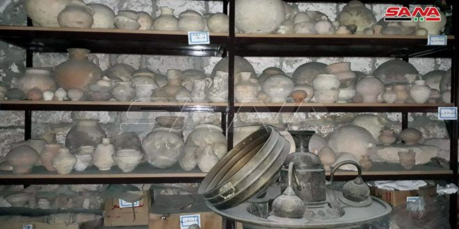 Le personnel du Département des antiquités d'Idleb protège les pièces antiques du musée de Maarret Nu'man des terroristes