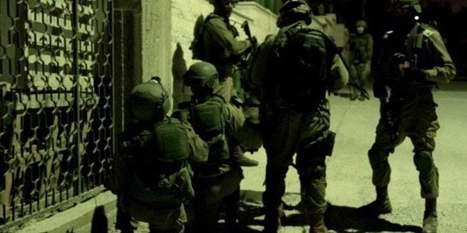 Les forces d'occupation israélienne arrêtent dix palestiniens en Cisjordanie et envahissent une localité au sud d'al-Qods