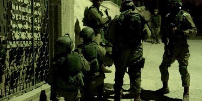 Les forces d'occupation israélienne arrêtent 8 Palestiniens en Cisjordanie