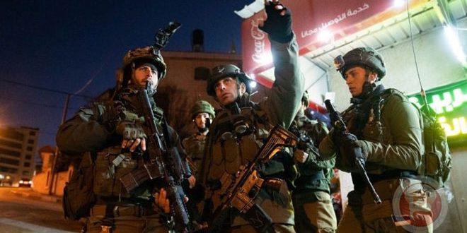 L'occupation israélienne arrête 3 Palestiniens de la localité de Faqoa
