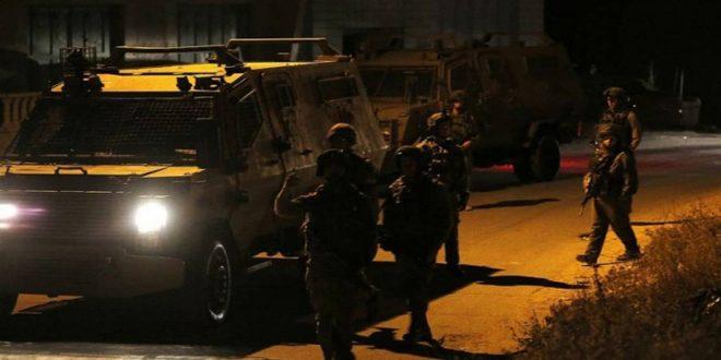 Les forces d'occupation arrêtent 8 Palestiniens en Cisjordanie