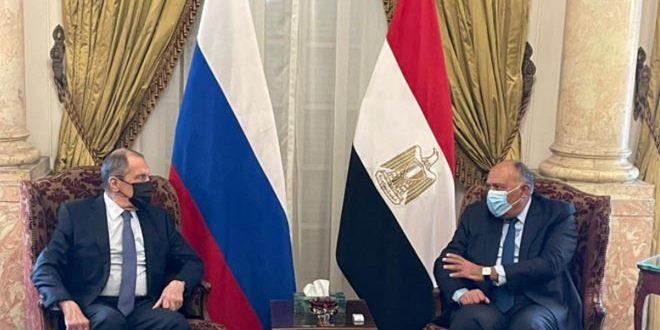 Lavrov et Choukri insistent sur l'importance du règlement politique de la crise en Syrie