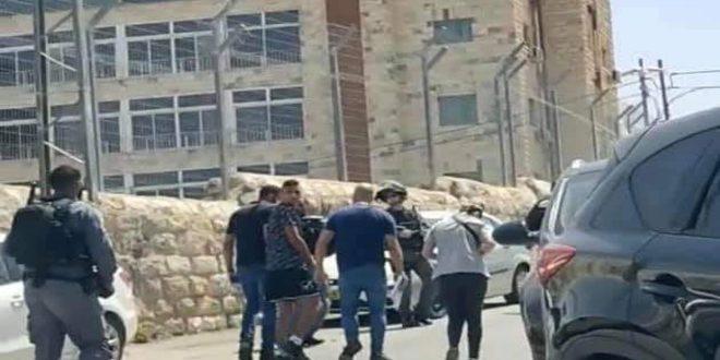 Les forces d'occupation israéliennes arrêtent 13 Palestiniens à al-Qods occupé