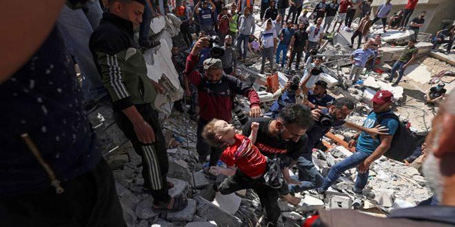 Vingt-six Palestiniens martyrs dont un bébé et 7 enfants et des dizaines blessés dans le massacre commis par l'occupation dans la rue d'al-Wahda dans la bande de Gaza