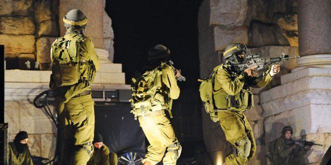 הכוחות הישראליים עצרו 8 פלסטינים
