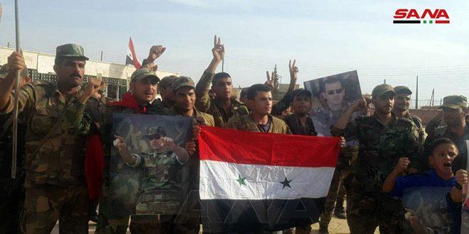 יחידות הצבא השלימו את פריסתן בעיר מנבג' והתושבים מקדמים אותן בברכה