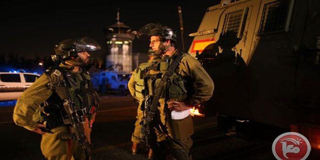 כוחות הכיבוש עוצרים 7 פלסטינים בגדה המערבית