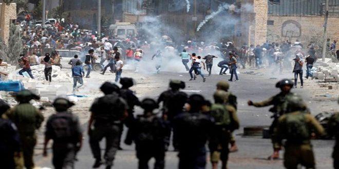 עשרות פלסטינים נפצעו בהתקפות לכוחות הכיבוש בעיר אל-קודס הכבושה