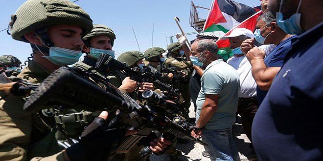 כמה פלסטינים לקו בחנק במהלך דיכוי הפגנתם נגד ההתנחלות הישראלית בשכם