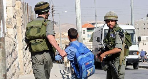 כוחות הכיבוש עוצרים 10 פלסטינים בגדה המערבית