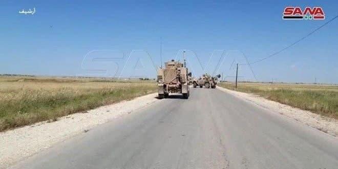 כוחות הכיבוש האמריקאי מכניסים טור של כלי רכב אמריקניים לעיר אל-רמילאן שבפרבר אל-חסכה