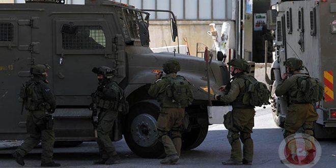 הכוחות הישראלים עצרו 12 פלסטינים בגדה המערבית