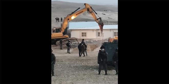 הכוחות הישראליים הרסו מסגד במסאפר יטא דרומית לחברון