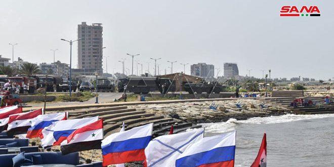 הכוחות הרוסיים העובדים בסוריה ערכו טקס חגיגי בחוף העיר טרטוס לרגל ציון יום הצי הימי של רוסיה
