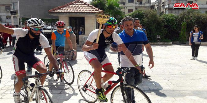 Участники велопробега с факелом победы прибыли в город Хомс из освобожденного Хан-Шейхуна