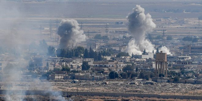 В районах Тель-Тамр и Рас Аль-Айн провинции Хасаке турецкие оккупанты грабят и поджигают дома местных жителей