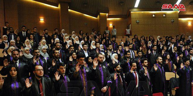 В Дамасском университете прошла торжественная церемония выпуска 780 молодых врачей