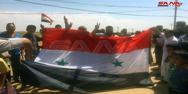 Жители селения Аль-Ксейр провинции Хасаке протестуют против оккупации США и Турции и антисирийских санкций