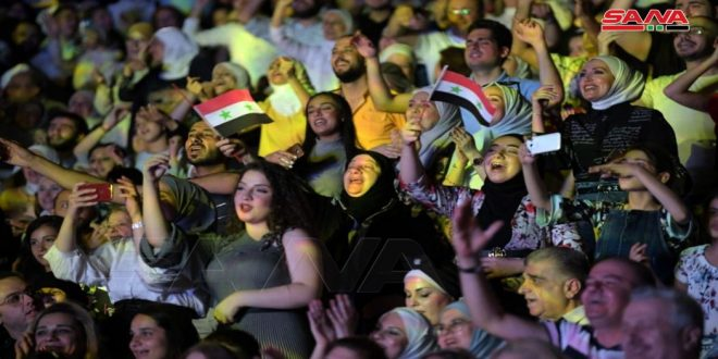 По случаю 76-ой годовщины основания Сирийской Арабской армии в Алеппо прошел праздничный концерт