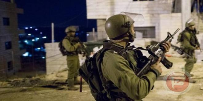 İşgalci İsrail Güçleri Batı Yaka'da 22 Filistinliyi Tutukladı