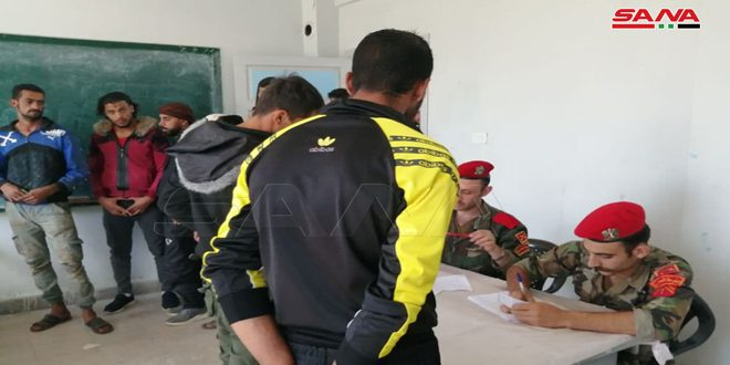 Dera'da Onlarca Silahlı Kişi Yasal Durumlarını Çözme ve Silahlarını Teslim Etmeye Devam Ediyor