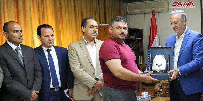 تكريم عدد من مواطني حرستا لجهودهم في الحفاظ على وثائق أهالي دوما