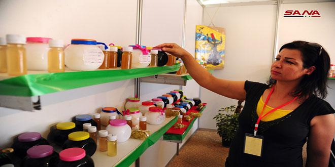 سيدة من السويداء تؤسس مشروعا خاصا لصناعة مستحضرات التجميل