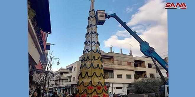 إضاءة شجرة الميلاد في حي عكرمة بحمص