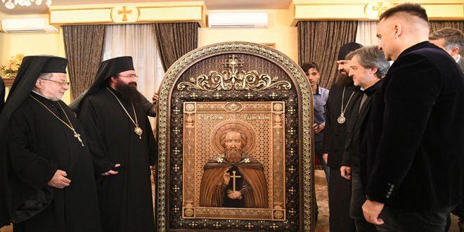 وفد كنسي روسي يسلم 4 أيقونات منحوتة على الخشب إلى عدد من الكنائس بدمشق وريفها