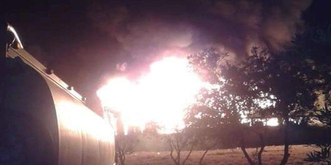 اندلاع حريق في معمل دهانات بالكسوة وعناصر الإطفاء يعملون على إخماده