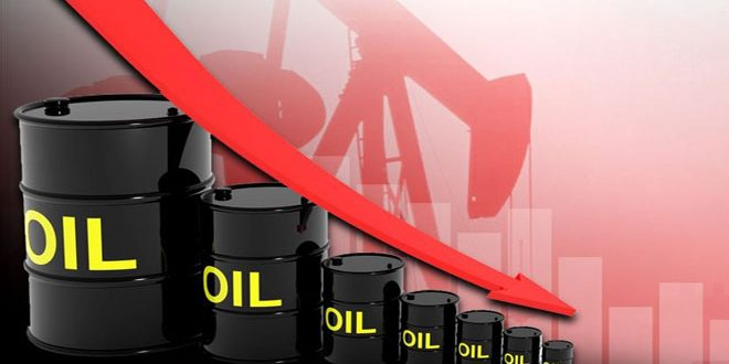 تراجع النفط بفعل زيادة مخزونات الخام الأمريكية