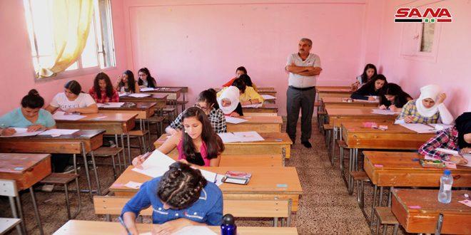 طلاب شهادة التعليم الأساسي والإعدادية الشرعية يواصلون تقديم امتحاناتهم