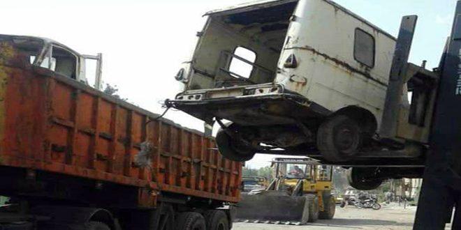 ترحيل الأنقاض وإزالة إشغالات الأرصفة والساحات في المنطقة الصناعية بحماة