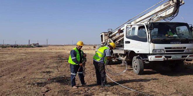 صيانة وإصلاح خطوط الشبكة الكهربائية في القامشلي وريفها بعد تعرض أجزاء منها للتخريب جراء العدوان التركي