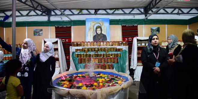 212 امرأة و12 وحدة تصنيع متخصصة تشارك في مهرجان منتجات مشاريع النساء الريفيات