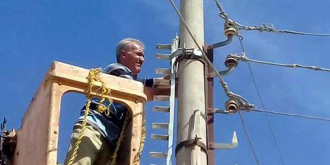 حمص.. وضع محولة جديدة بالخدمة في القريتين لتحسين واقع الكهرباء الذي تضرر جراء الإرهاب 