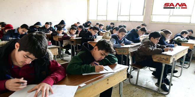 تلاميذ وطلاب مرحلتي التعليم الأساسي والثانوي يبدؤون التقدم لامتحانات الفصل الدراسي الأول