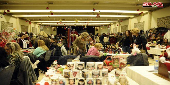 منتجات يدوية ومستلزمات العيد وأجواء مميزة في بازار كنيسة الصليب المقدس بدمشق