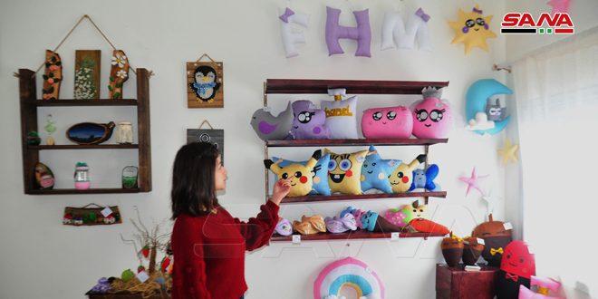 ثلاث شقيقات يؤسسن مشروعاً إنتاجياً صغيراً متخصصاً بمجسمات ألعاب الأطفال