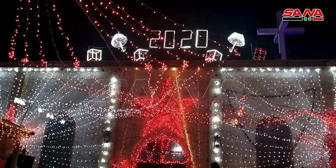 إضاءة شجرة الميلاد في كنيسة مار الياس في ربلة بريف حمص