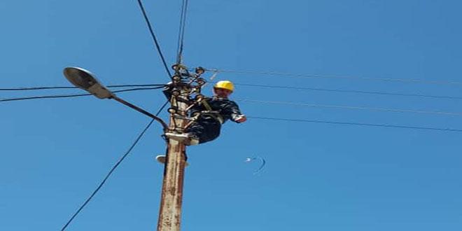 حماة.. إصلاح الأعطال والانقطاعات بالشبكة الكهربائية جراء الظروف الجوية