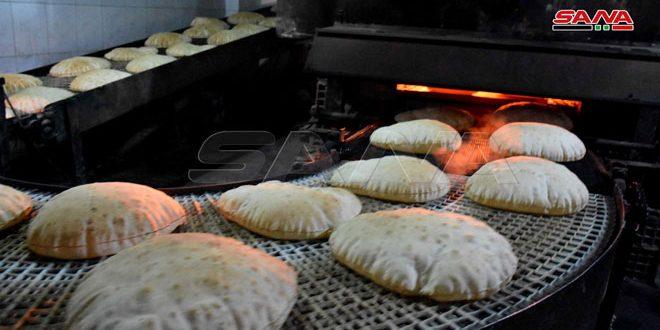وزير التجارة الداخلية يطلع على واقع الأسواق ويبحث الآليات الجديدة لبيع مادة الخبز في حماة وحمص