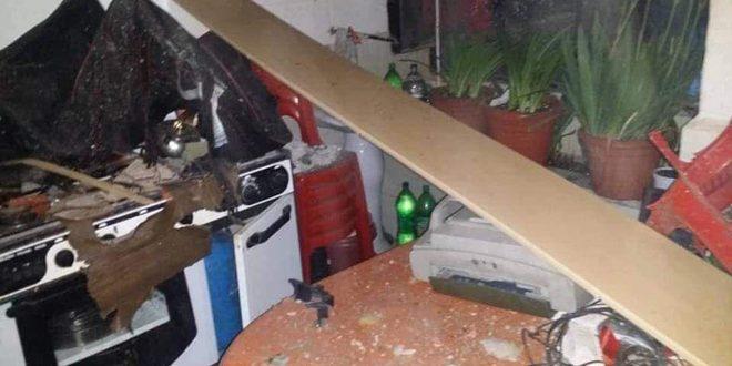 وفاة طبيب وإصابة أفراد عائلته جراء انفجار سخان كهربائي بمنزلهم بالسويداء