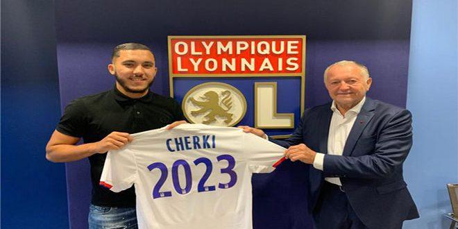 ليون الفرنسي يعلن تجديد عقد لاعبه ريان شرقي