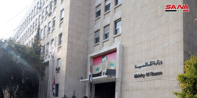 بيان لوزارة المالية حول قرار مجلس الوزراء القاضي بتصريف السوريين القادمين 100 دولار أو ما يعادلها من العملات الأجنبية