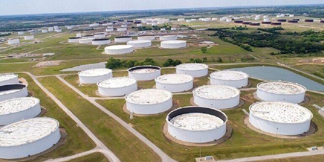 هبوط حاد في مخزونات الخام الأمريكي وتراجع إيرادات النفط