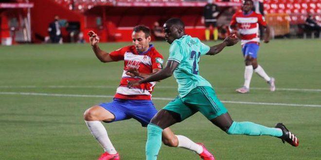 ريال مدريد يهزم غرناطة 2-1 ويصبح على أعتاب لقب الدوري الإسباني