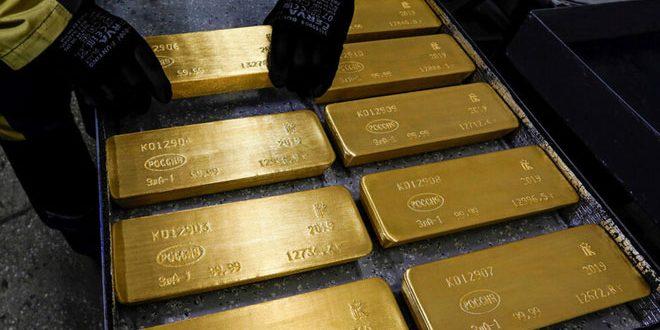 الذهب ينخفض عن مستوى قياسي تحت ضغط انتعاش الدولار