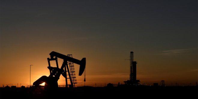 النفط يصعد لأعلى مستوى منذ آذار بدعم آمال تحفيز أمريكي